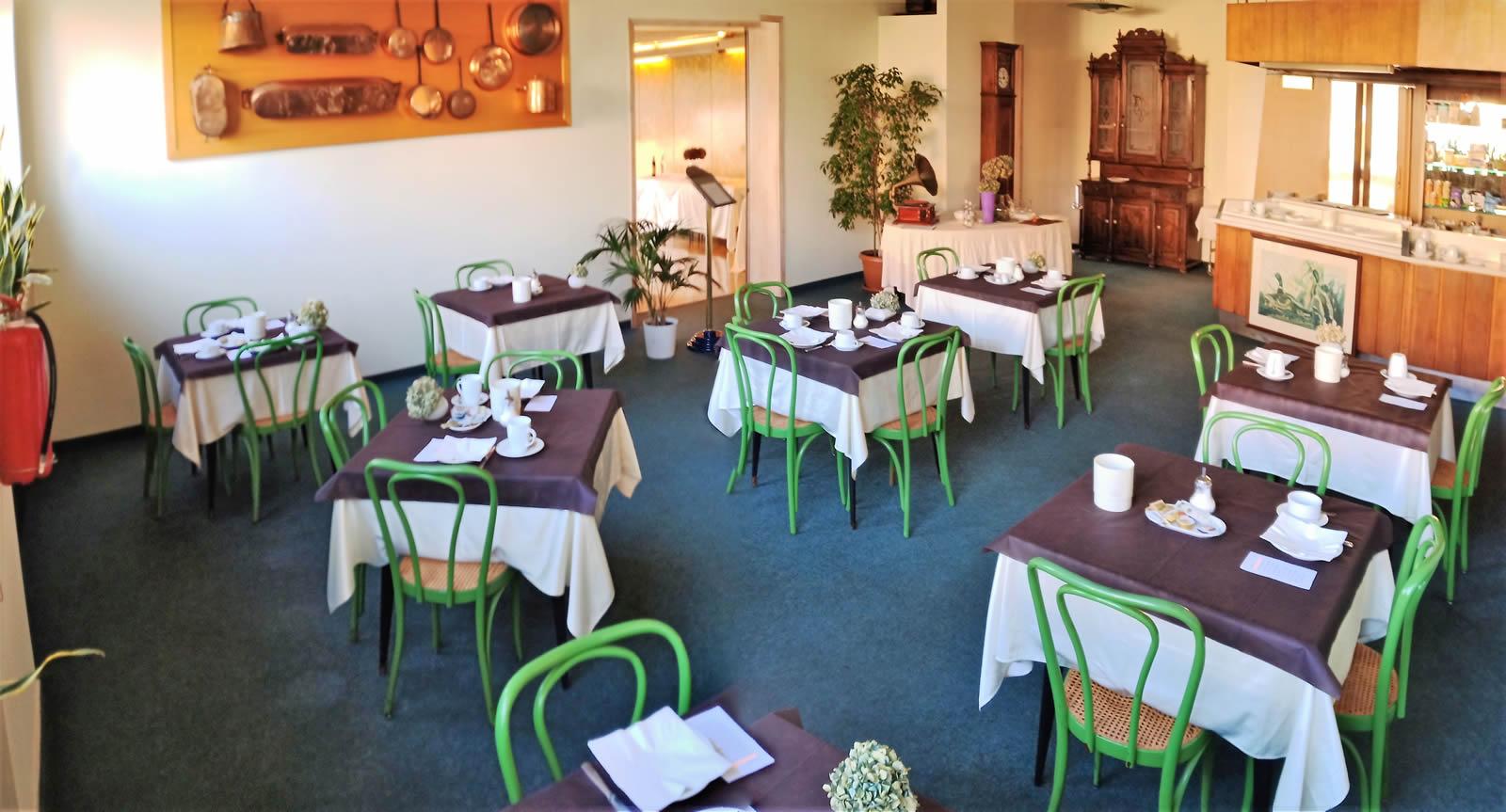 hote-borgomanero-ramoverde-sala_colazione